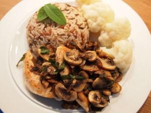 Kyllingefilet med champignon og salvie